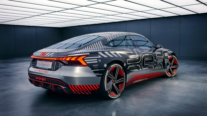 Side view of the Audi e-tron GT concept