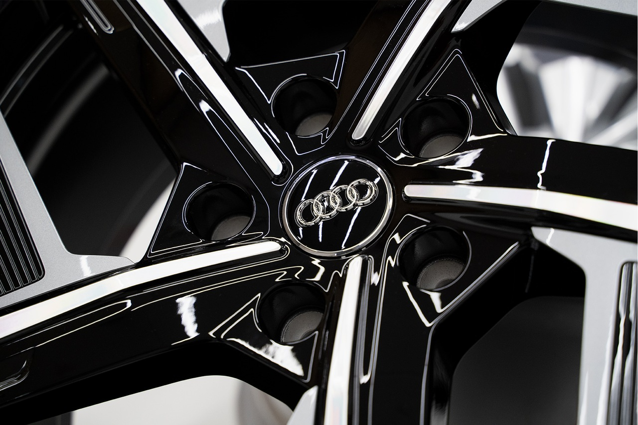 Detailed illustration of the Audi aero wheel.