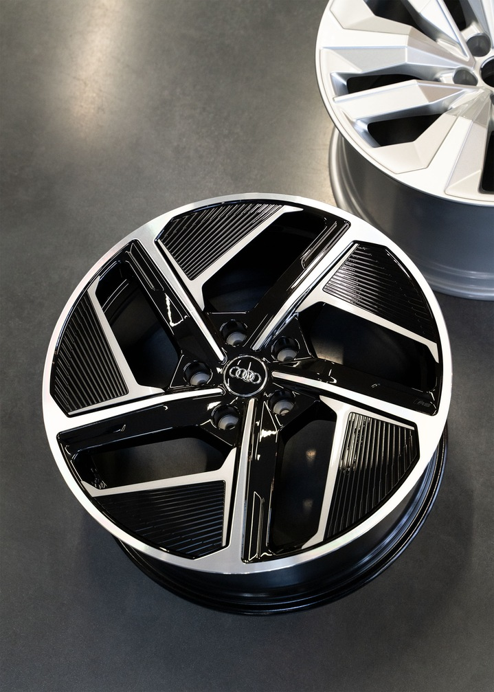 General view of the aero wheel for the Audi e-tron GT quattro.