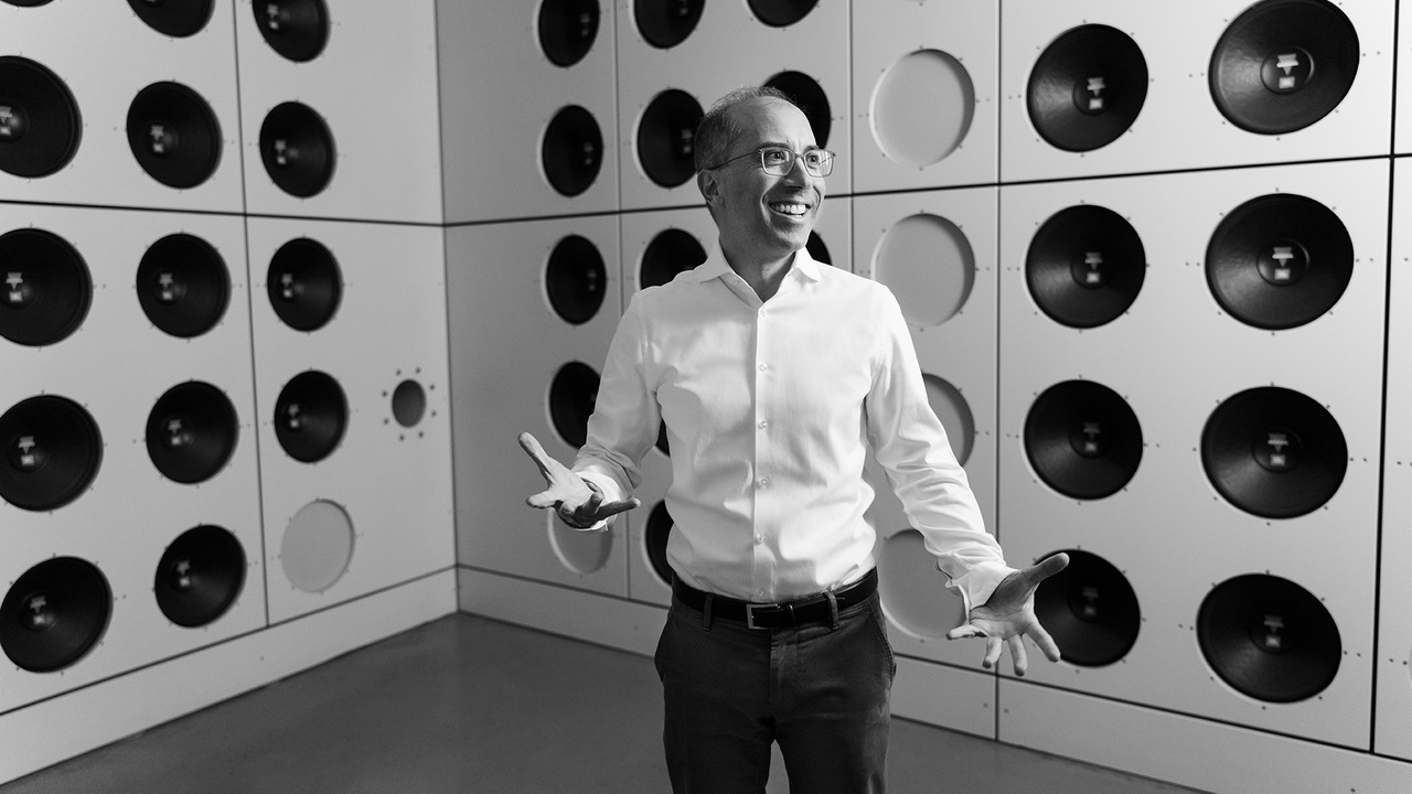Dr. Moni Islam is Head of Development Aerodynamics & Aeroacoustics at Audi. Here, he explains how the active noise-cancelling system of the wind tunnel works.