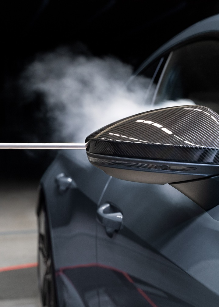Smoke flows along the body of the Audi RS e-tron GT after passing the exterior mirror.